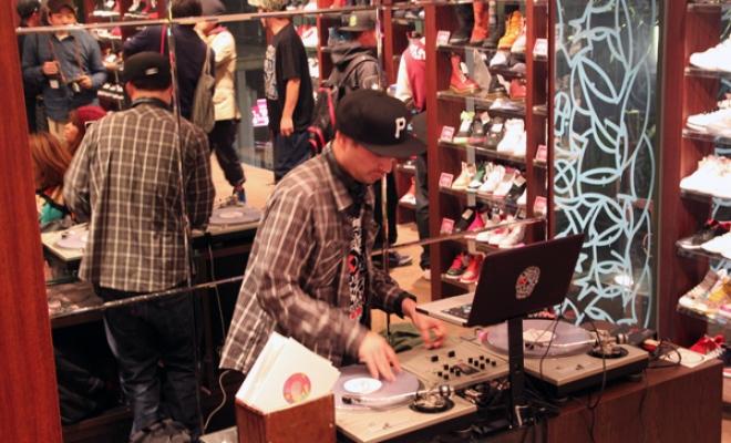 DezEinswell_KicksLab2011-03